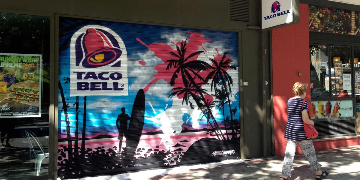 Graffiti en el cierre de Taco Bell en Madrid