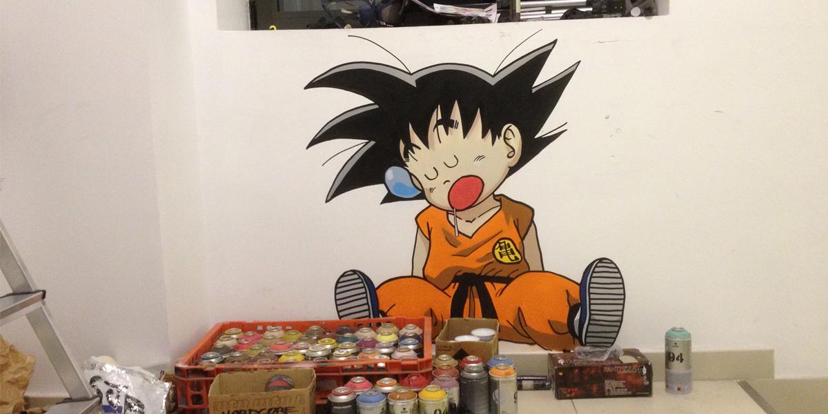 Graffiti de Goku en la oficina de Kyocera de Madrid