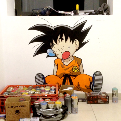 Graffiti de Goku con sprays en oficina de Madrid.