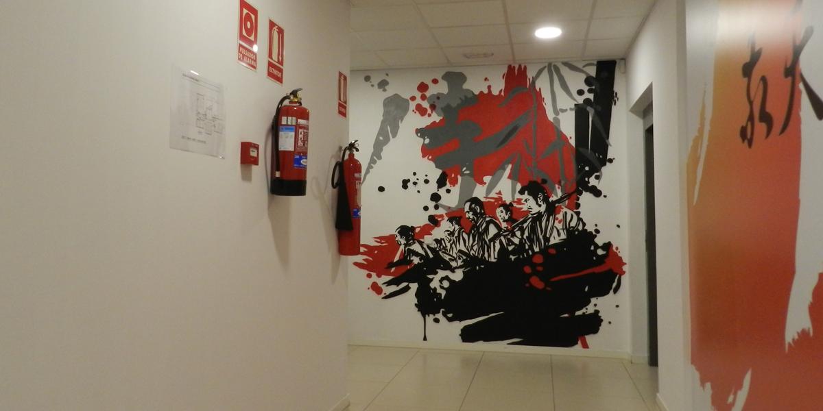 Graffiti mural de los Siete Samuráis en oficina de Kyocera.