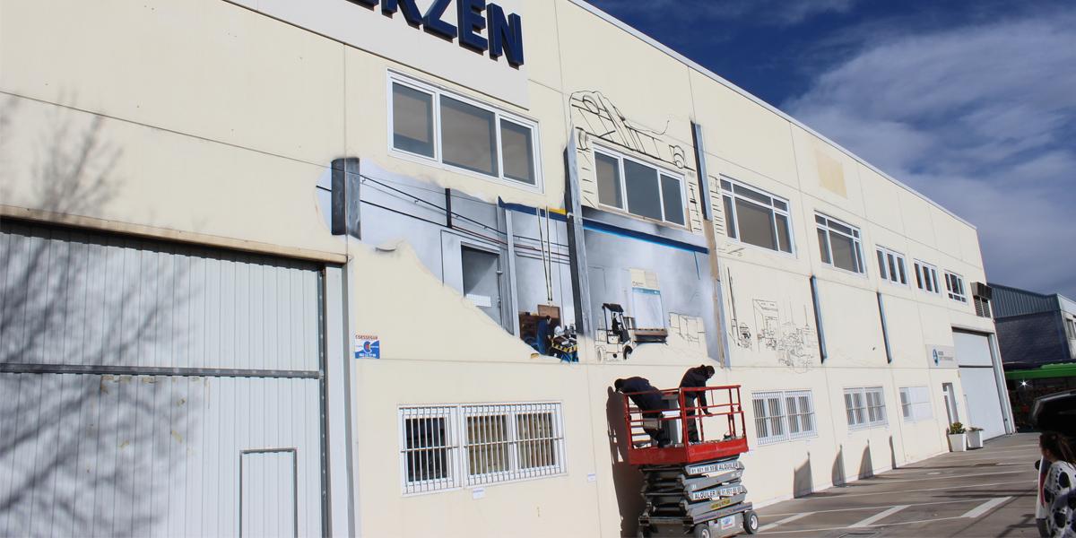 Grafitero pintando graffiti en AERZEN