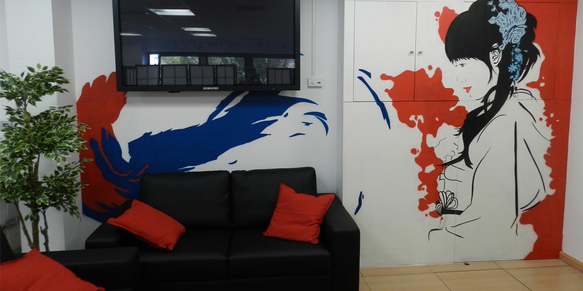 Mural decorativo en sala de espera de oficina de Madrid