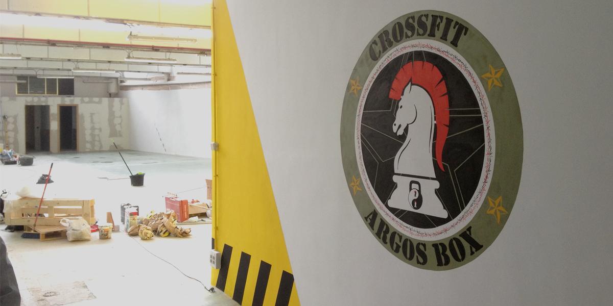 Graffiti profesional de logotipo en Argos Box