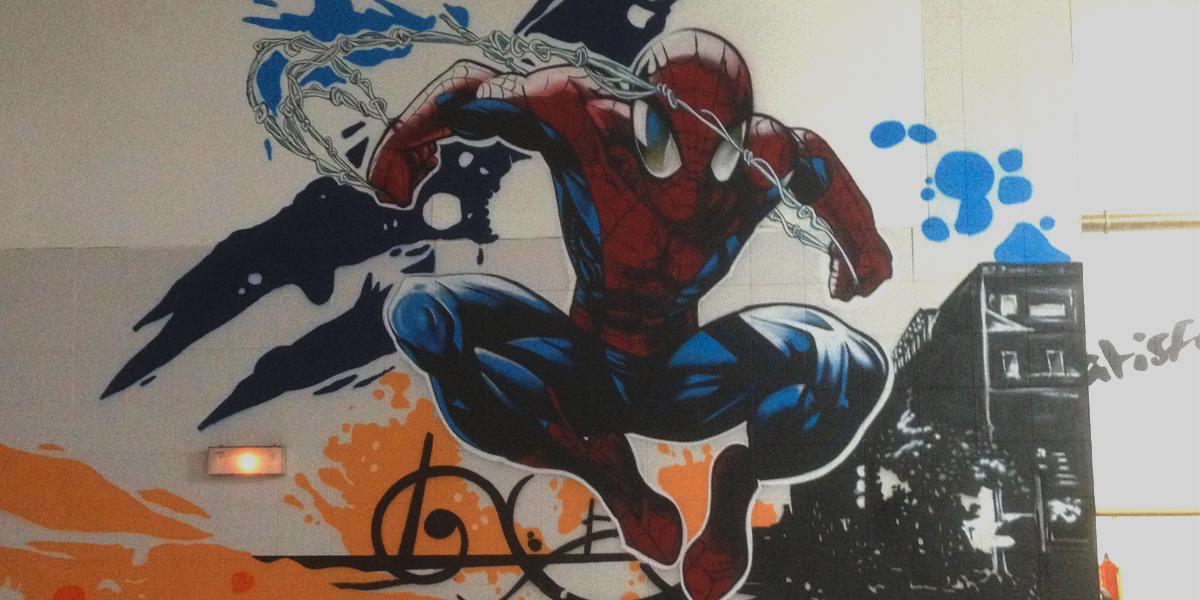 Spiderman en graffiti en gimnasio de Segovia