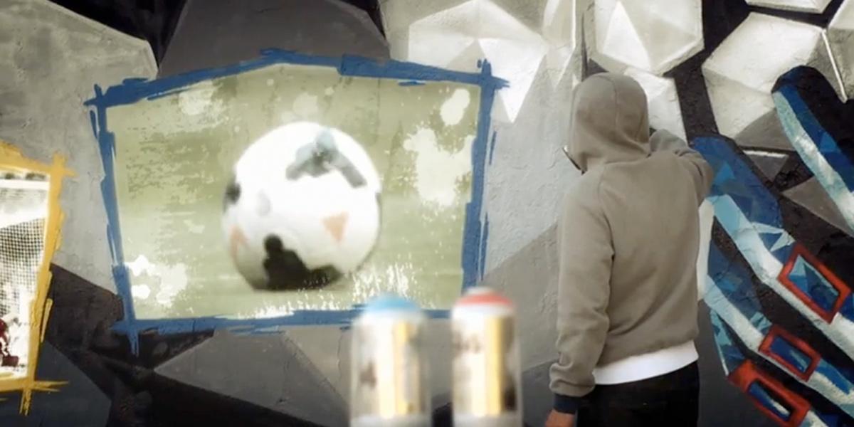 Grafitero pintando en Madrid para Canal Plus