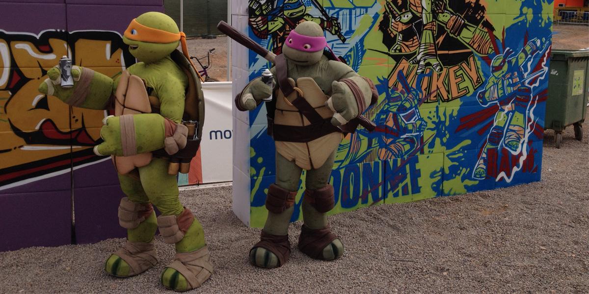 Tortugas ninja pintando graffitis
