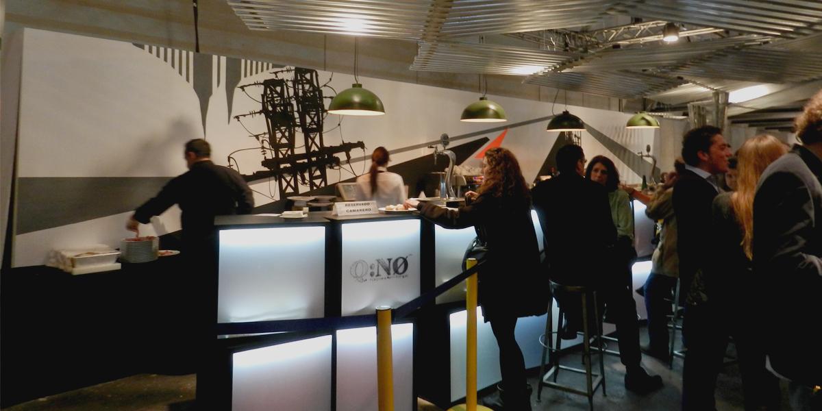 Graffiti profesional en bar de evento en IFEMA
