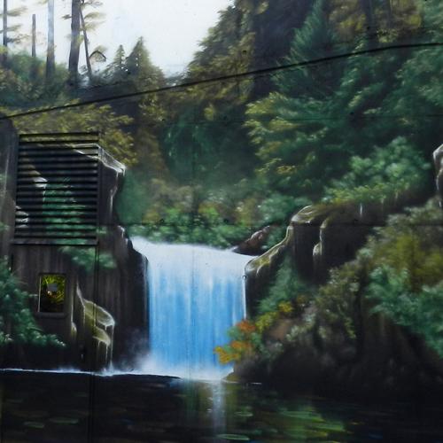 Graffiti mural realista de cascada