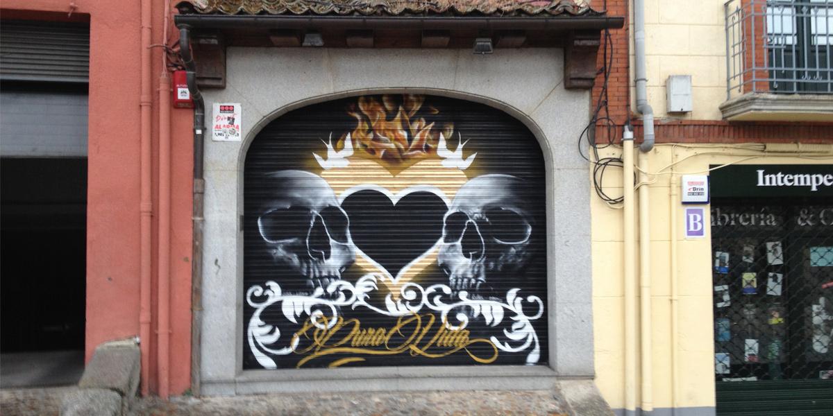 Graffiti en el cierre de Pura Vida Segovia