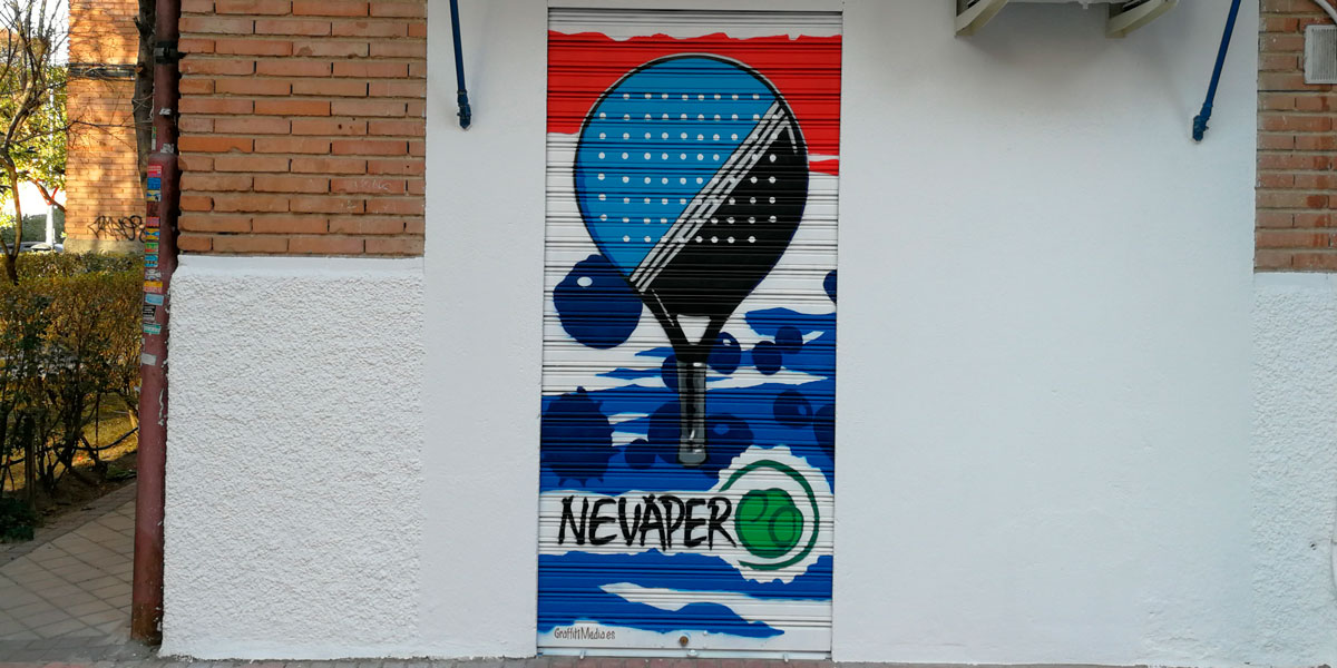 Graffiti de pala de pádel en cierre.