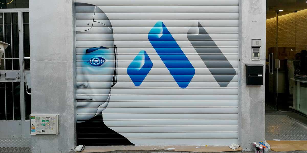 Graffiti de cyborg y logo en cierre.