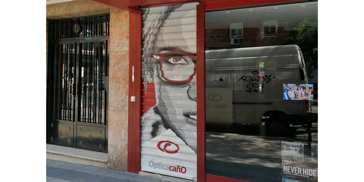 Graffiti en óptica de Madrid.
