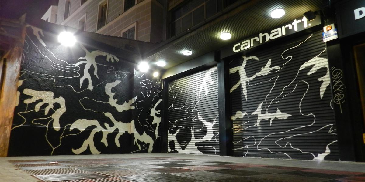 Graffiti en los cierres de Carhartt en Madrid