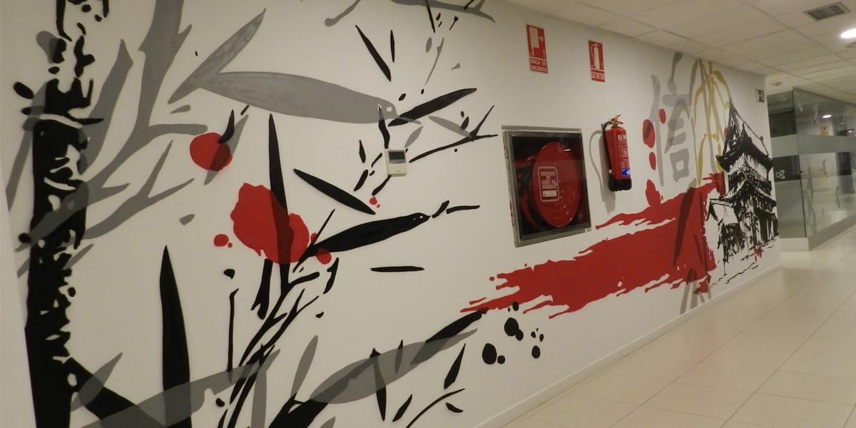 Mural con temática y estilo japonés en oficina de Kyocera en Madrid.