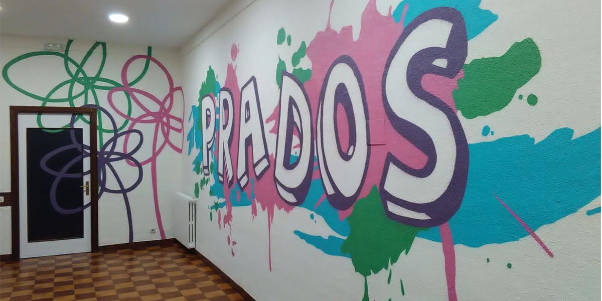 Graffiti profesional en pasillo de oficina