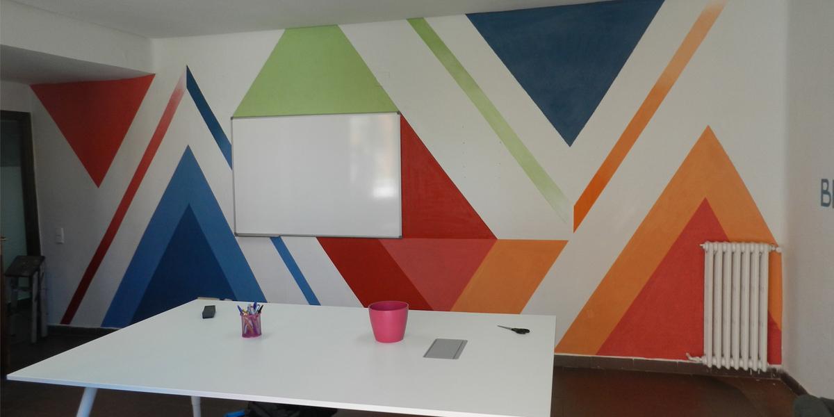 Mural artístico en oficina de Madrid