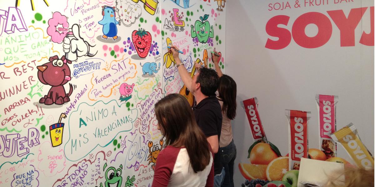 Graffiti participativo en el stand de SOYJOY en IFEMA