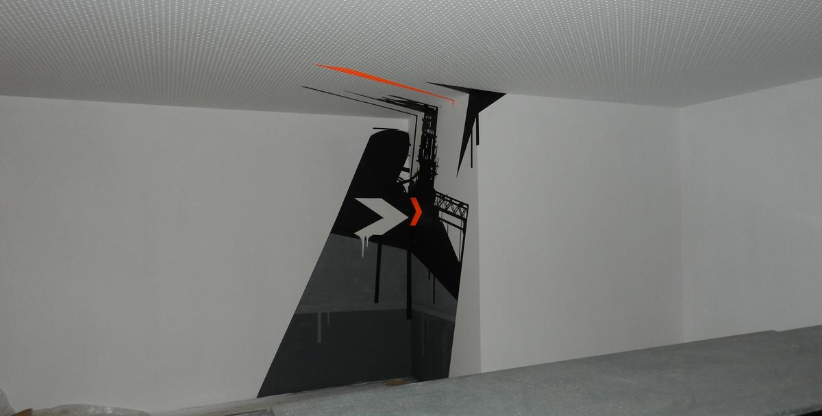 Anamorfismo en pared visto de lado