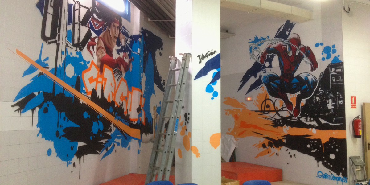 Spiderman y Elektra en graffiti en gimnasio