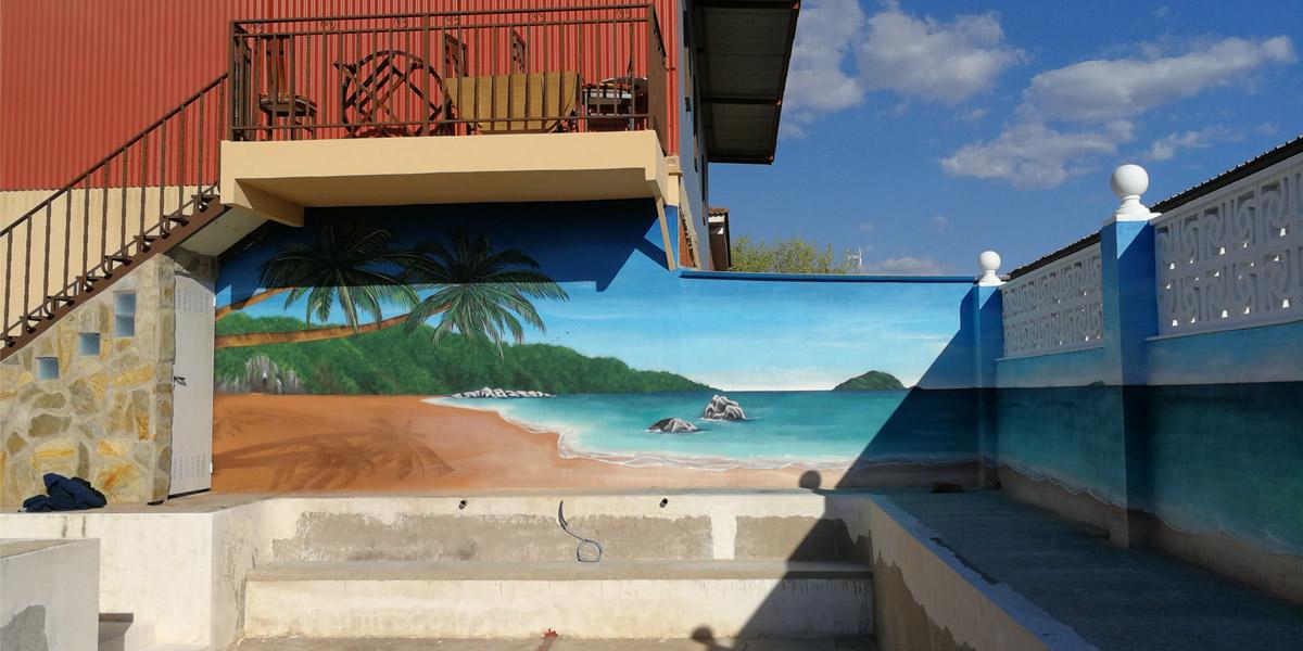 Graffiti profesional de playa en piscina de Madrid.