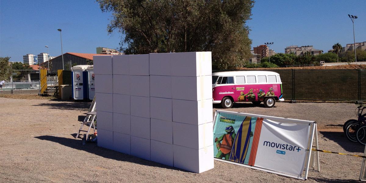 Graffiti en directo sobre cajas de cartón