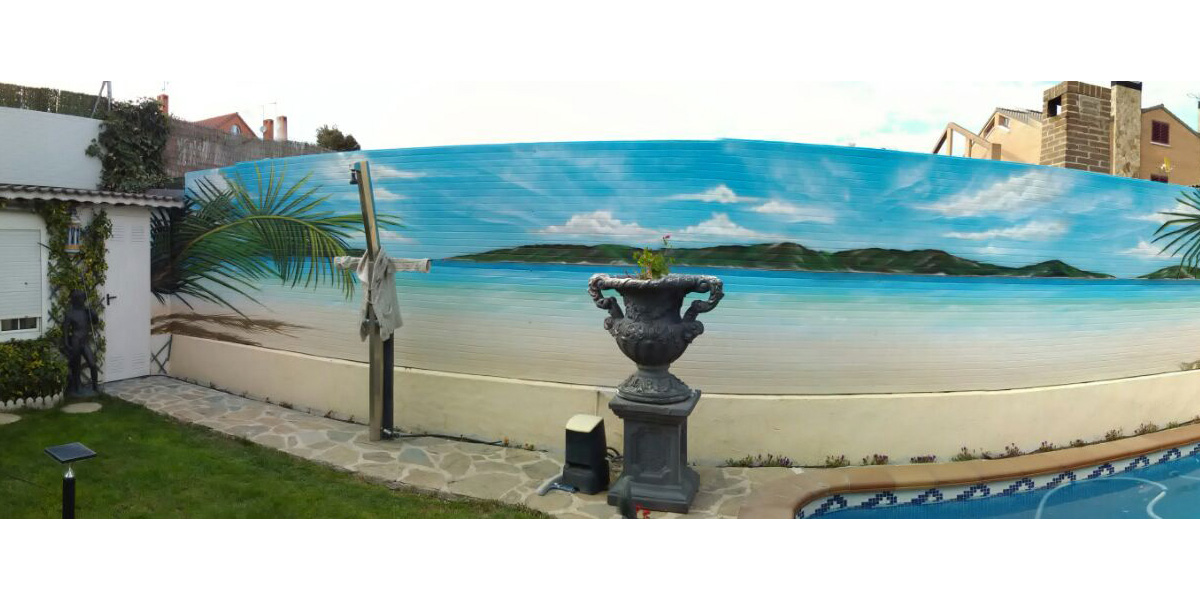 Mural de paisaje de playa y palmeras en Madrid