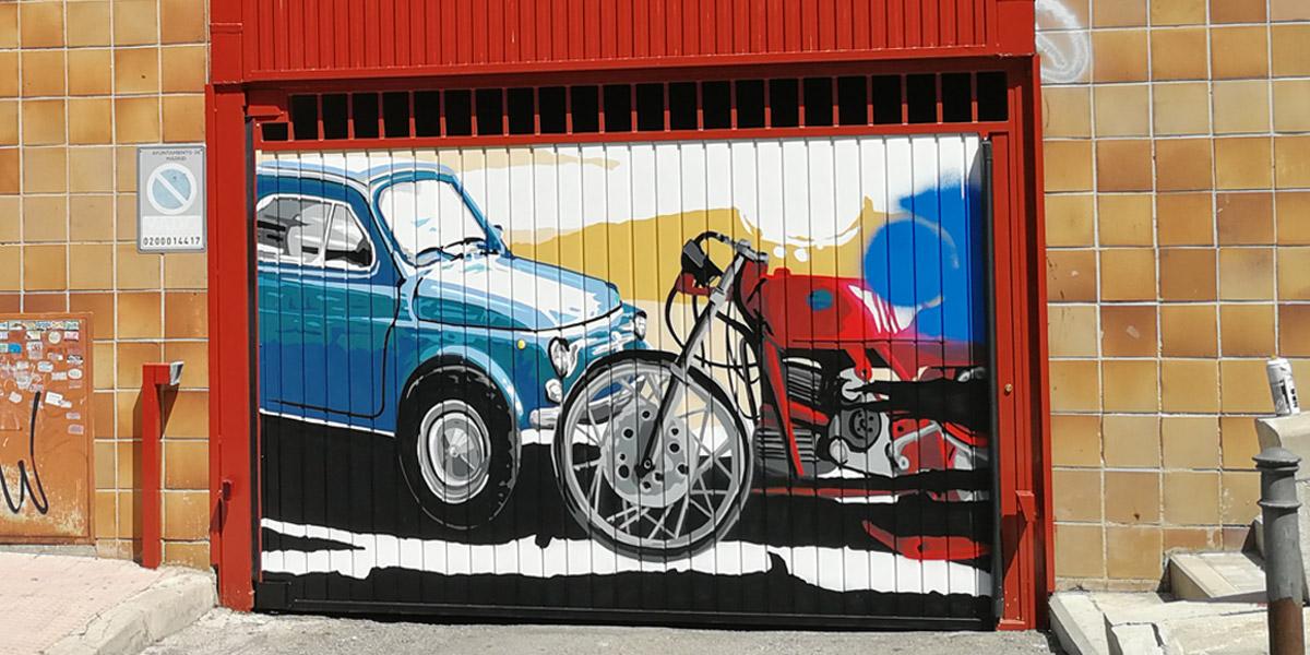 Mural decorativo en puerta de garaje de Madrid.
