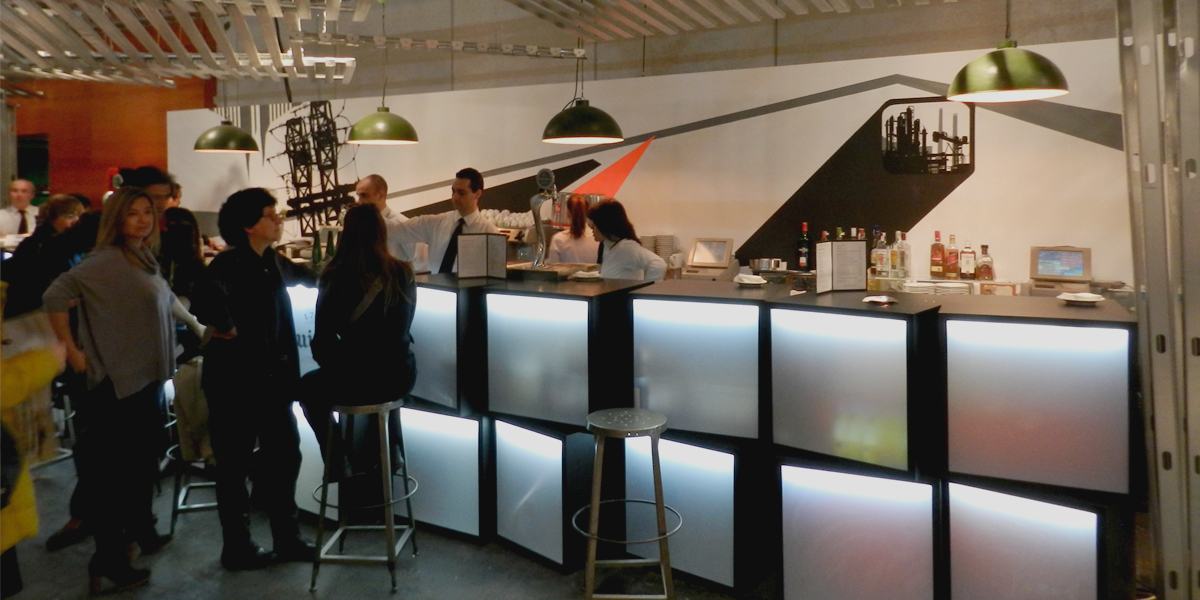 Graffiti estilo industrial en el bar de la Sala VIP de ARCO