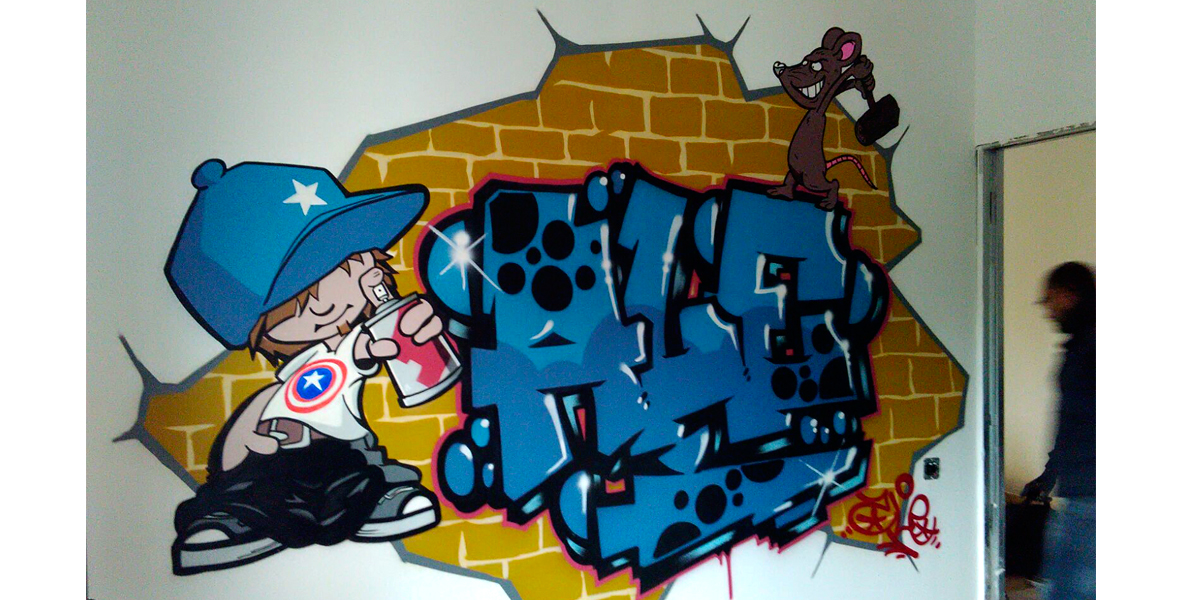 Graffiti profesional de nombre en habitación de Madrid