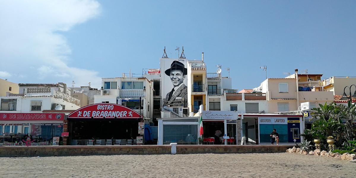 Mural en gran formato homenaje a Frank Sinatra