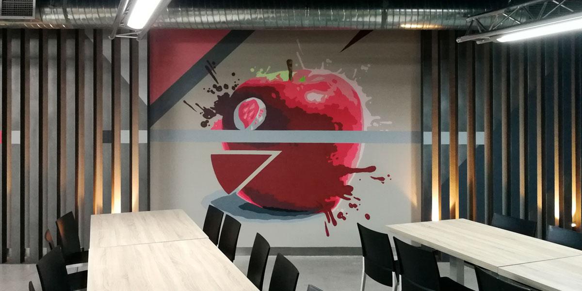 Graffiti profesional de manzana en Madrid.