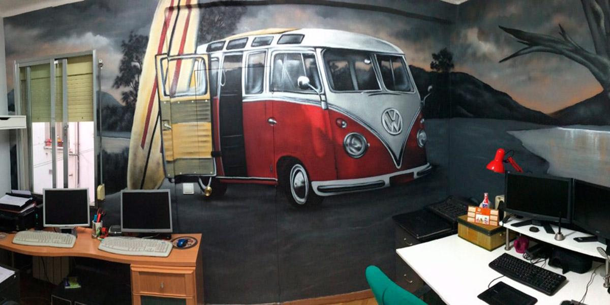 Graffiti de furgoneta en interior de casa.