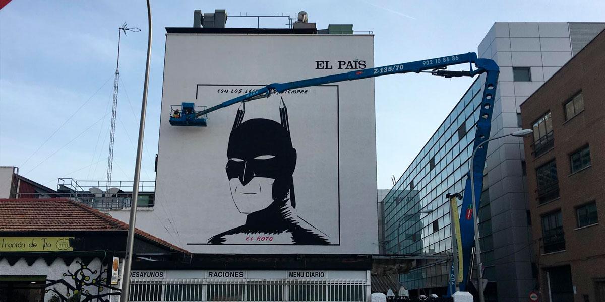 Realizando el mural de la fachada de las oficinas de El País.
