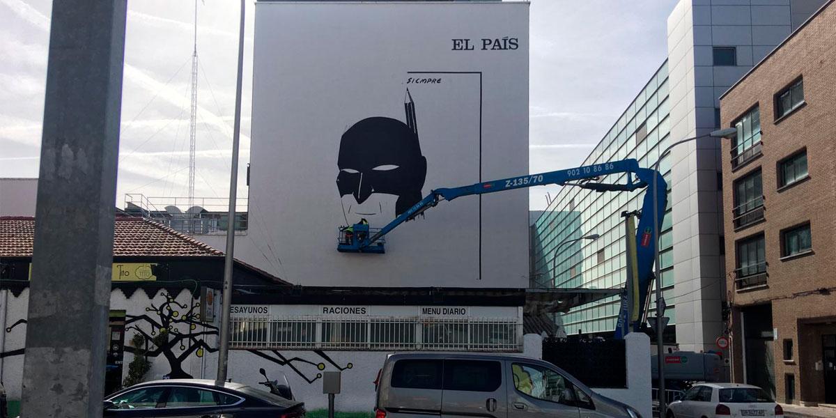 Graffiti profesional en la fachada de las oficinas de El País de Madrid.