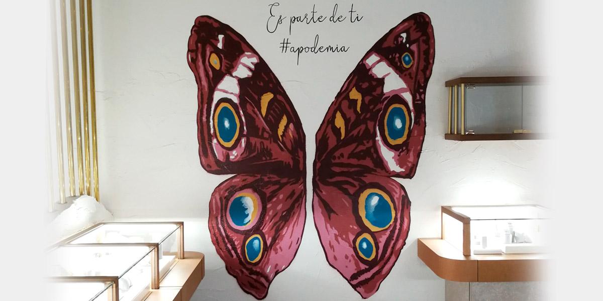 Mural de alas de mariposa para que la gente se haga fotos.