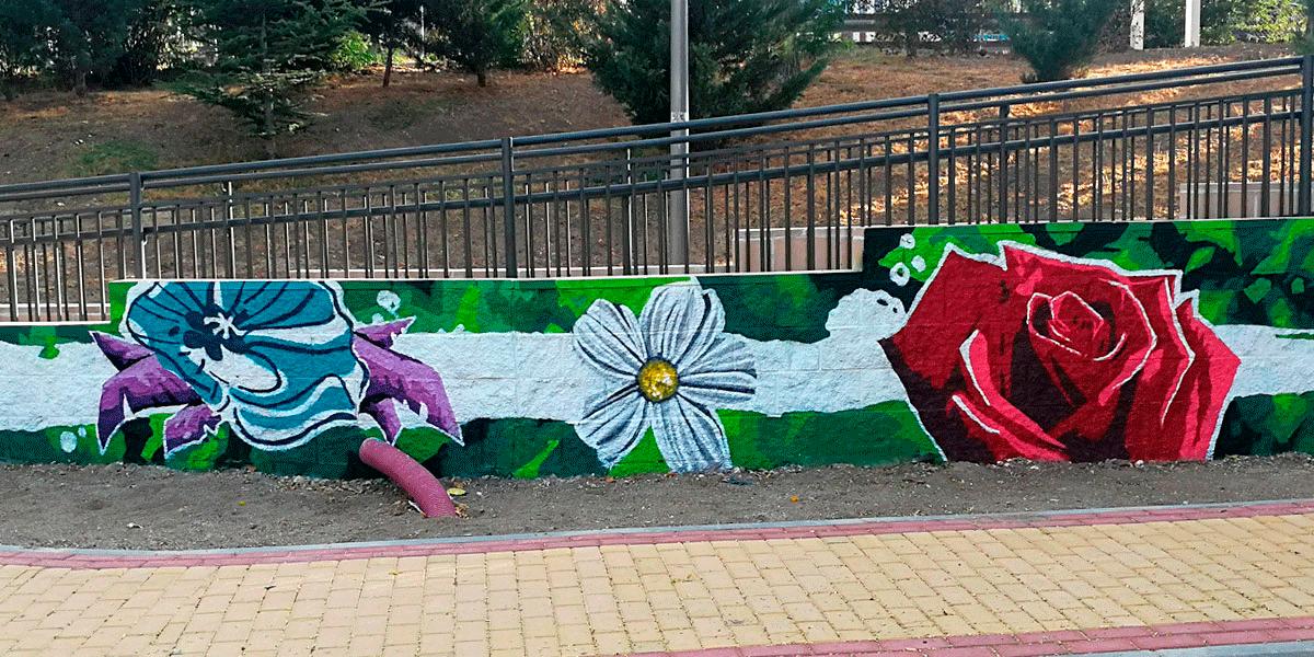 Graffiti floral en Madrid Río